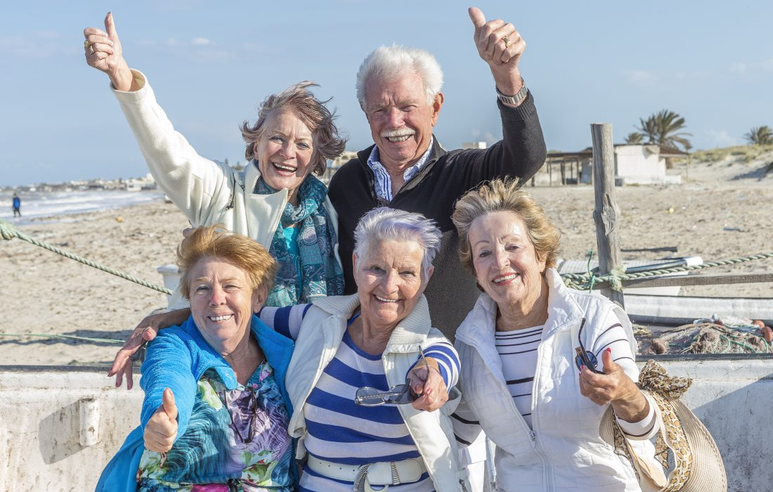 Glade, eldre mennesker på langtidsferie