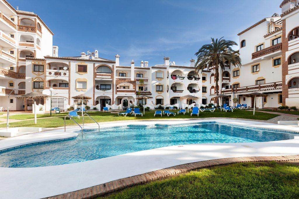 Club Calahonda har et deilig basseng og hyggelig fellesområde.